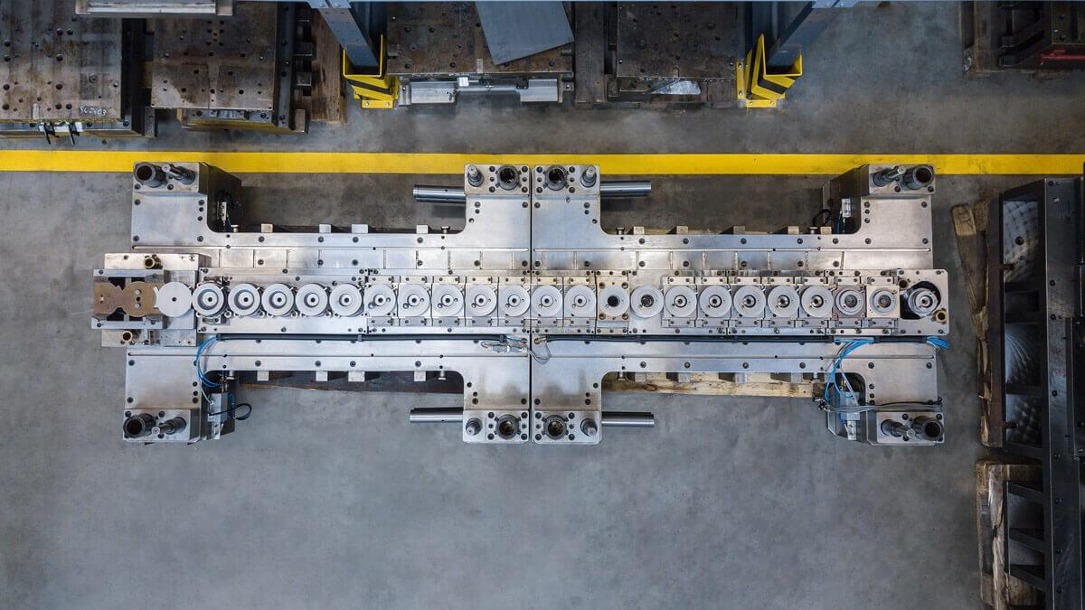 produktionslinie montage werkzeugunterteil