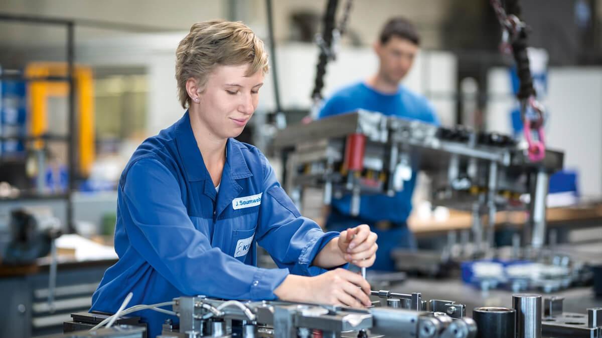 slider_tool manufacturing-employee